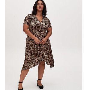 🆕 Torrid NWT Leopard Challis Shark Bite Dress